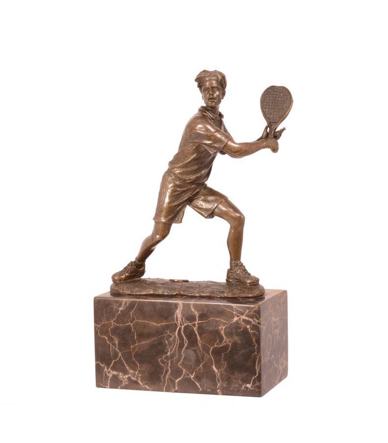 Bronzová socha tenisty z bronzu