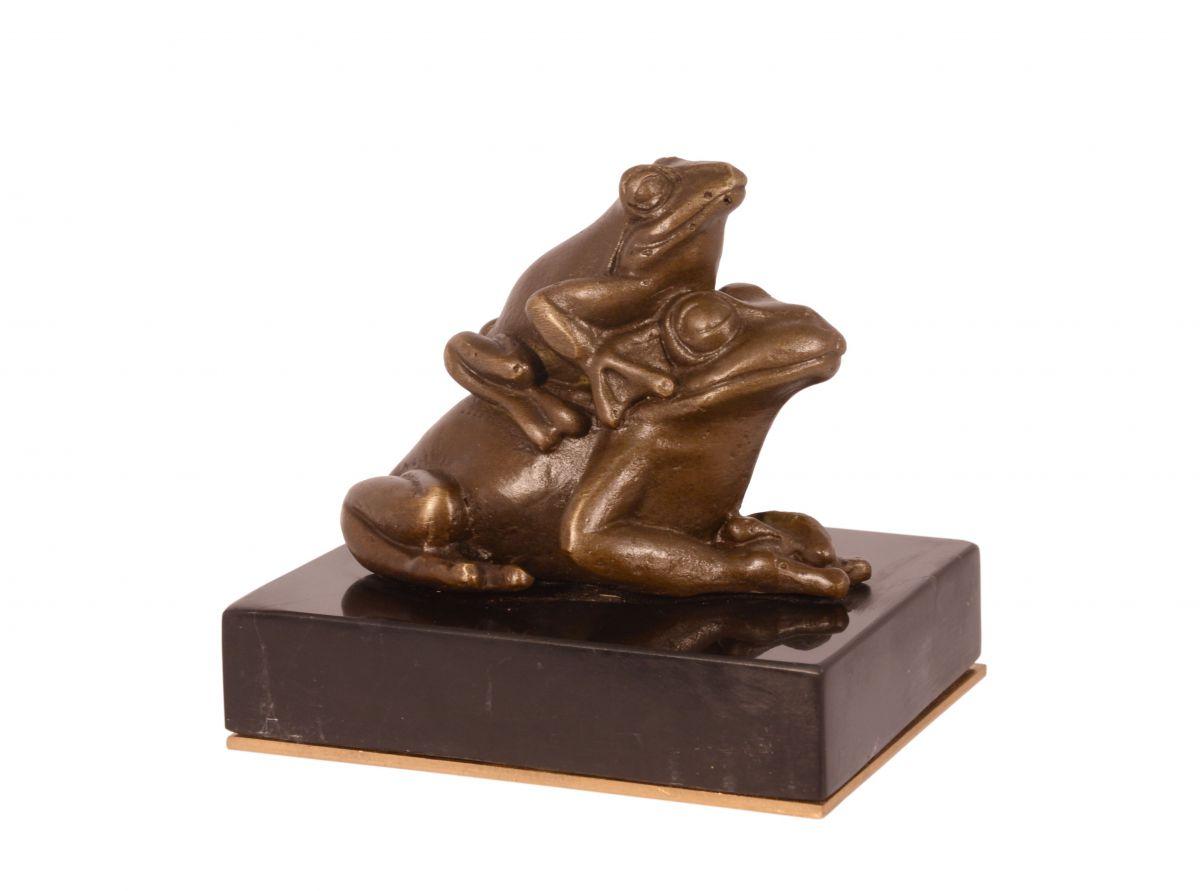 Bronzová socha žáby