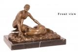 Bronzová erotická socha páru