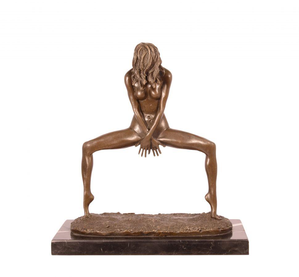 Bronzová socha tanečnice