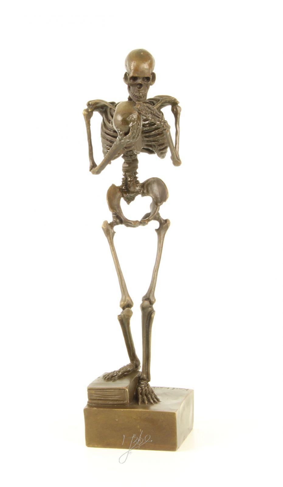 Bronzová socha kostlivec BrokInCZ