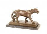 Bronzová socha lvice
