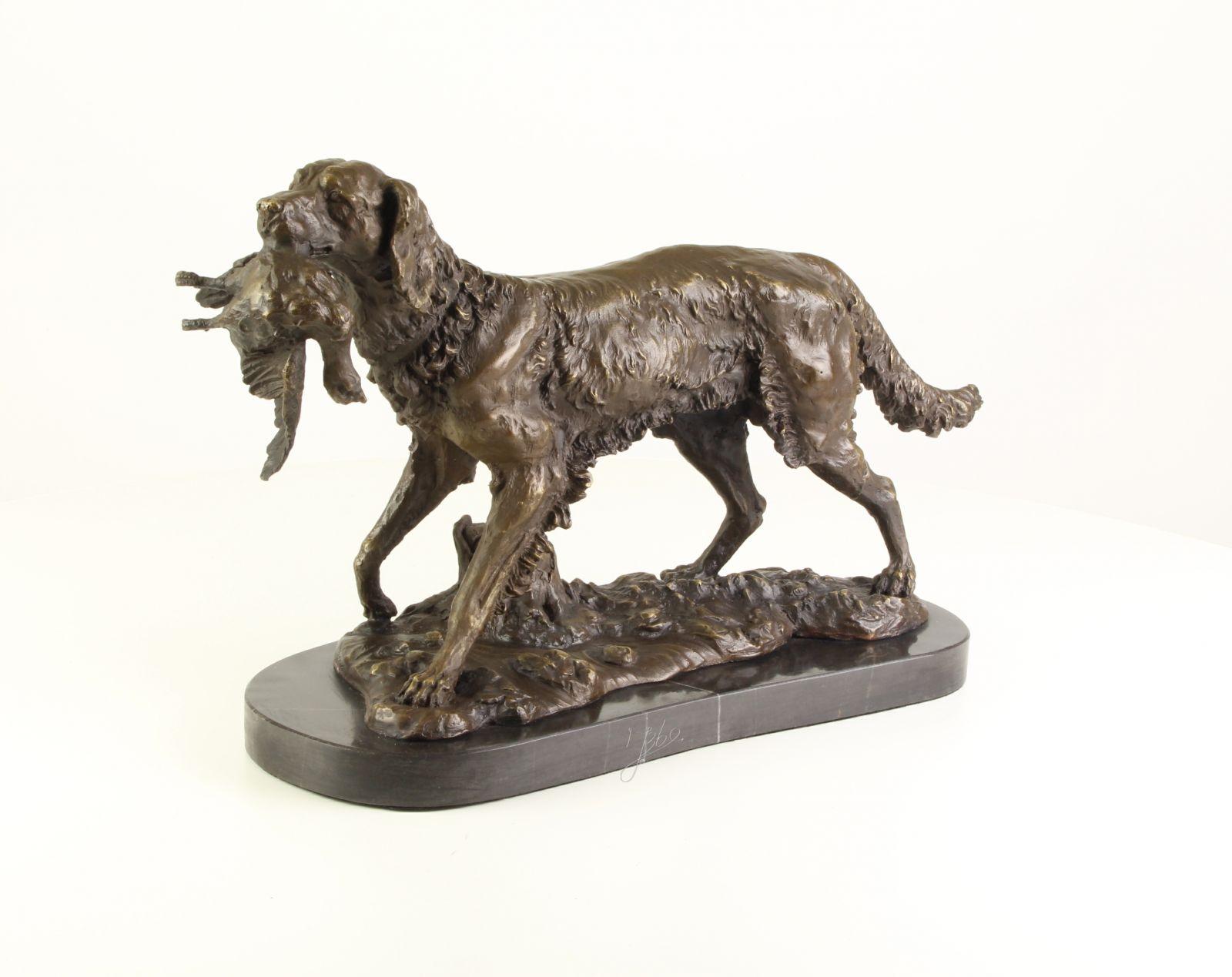 Bronzová socha lovecký pes