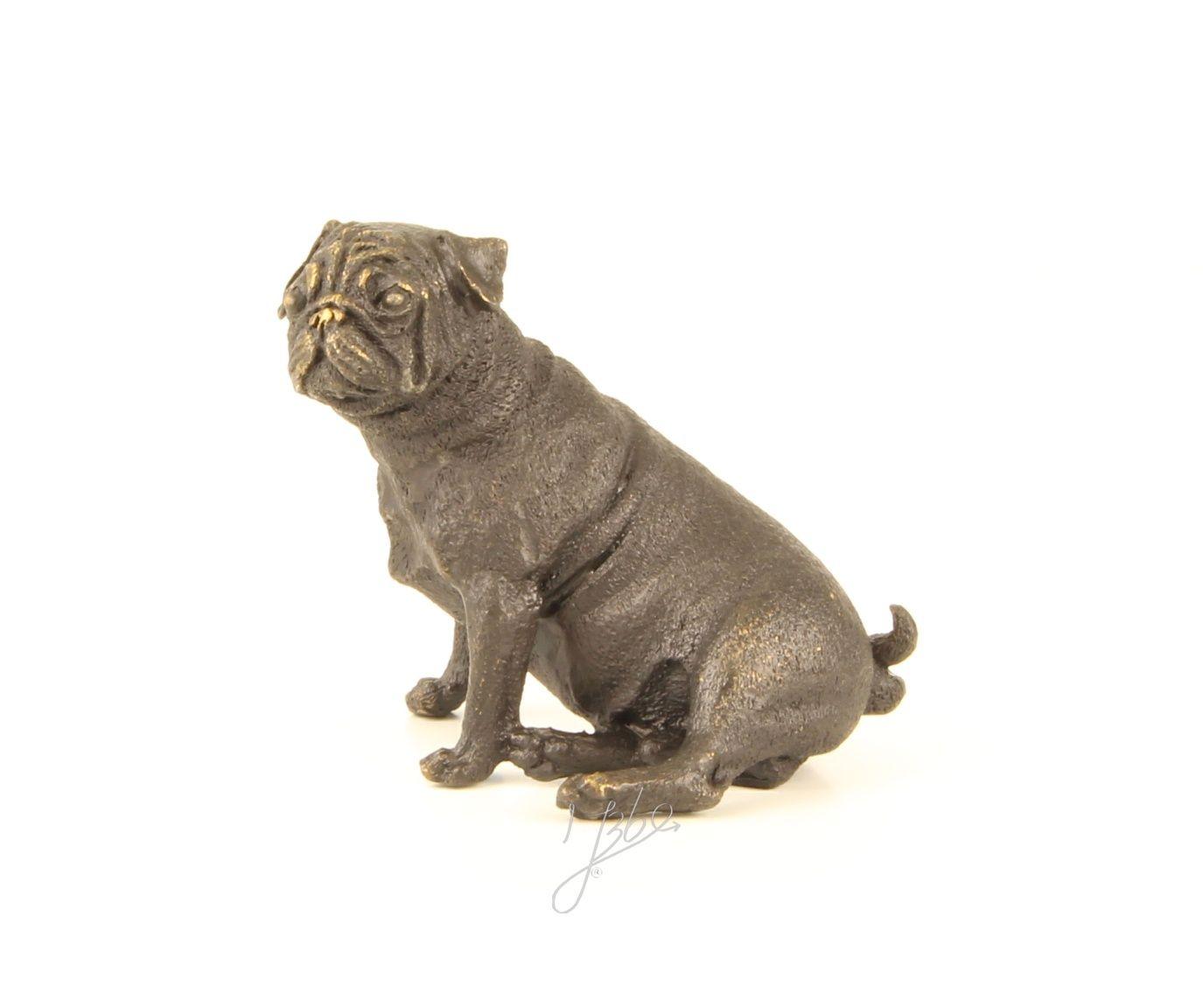 Bronzová socha mopsa