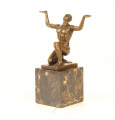 Bronzová socha - Nahý muž vkleče