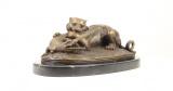 Bronzová socha tygra