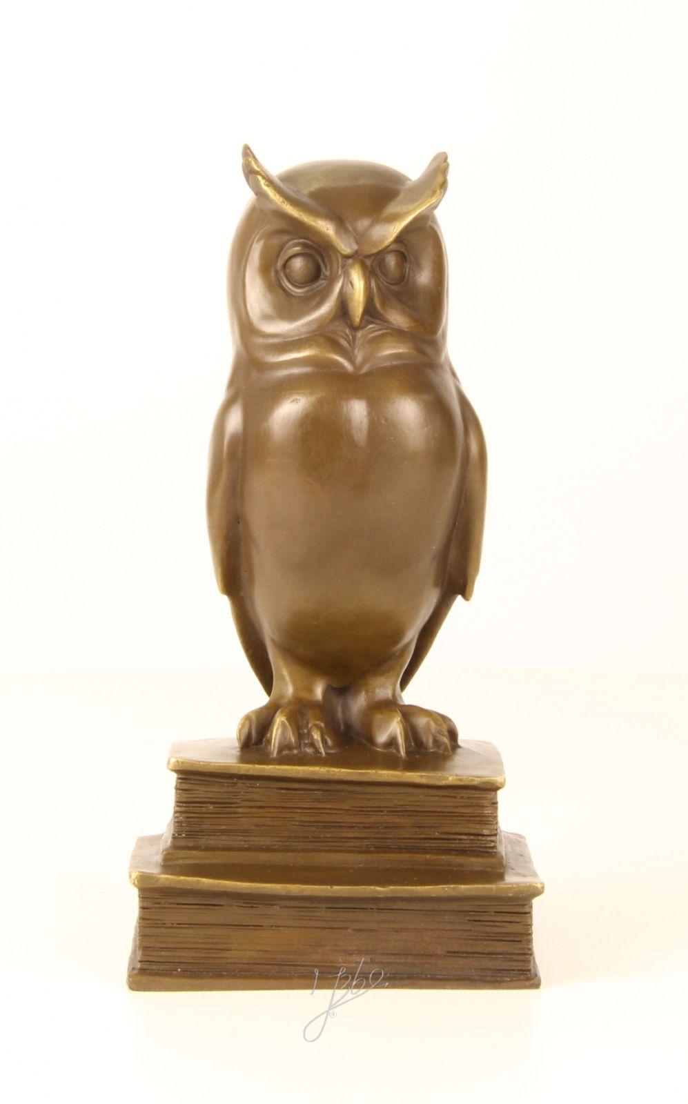 Bronzová soška moudré sovy