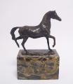 Bronzová socha- Kůň v pochybu