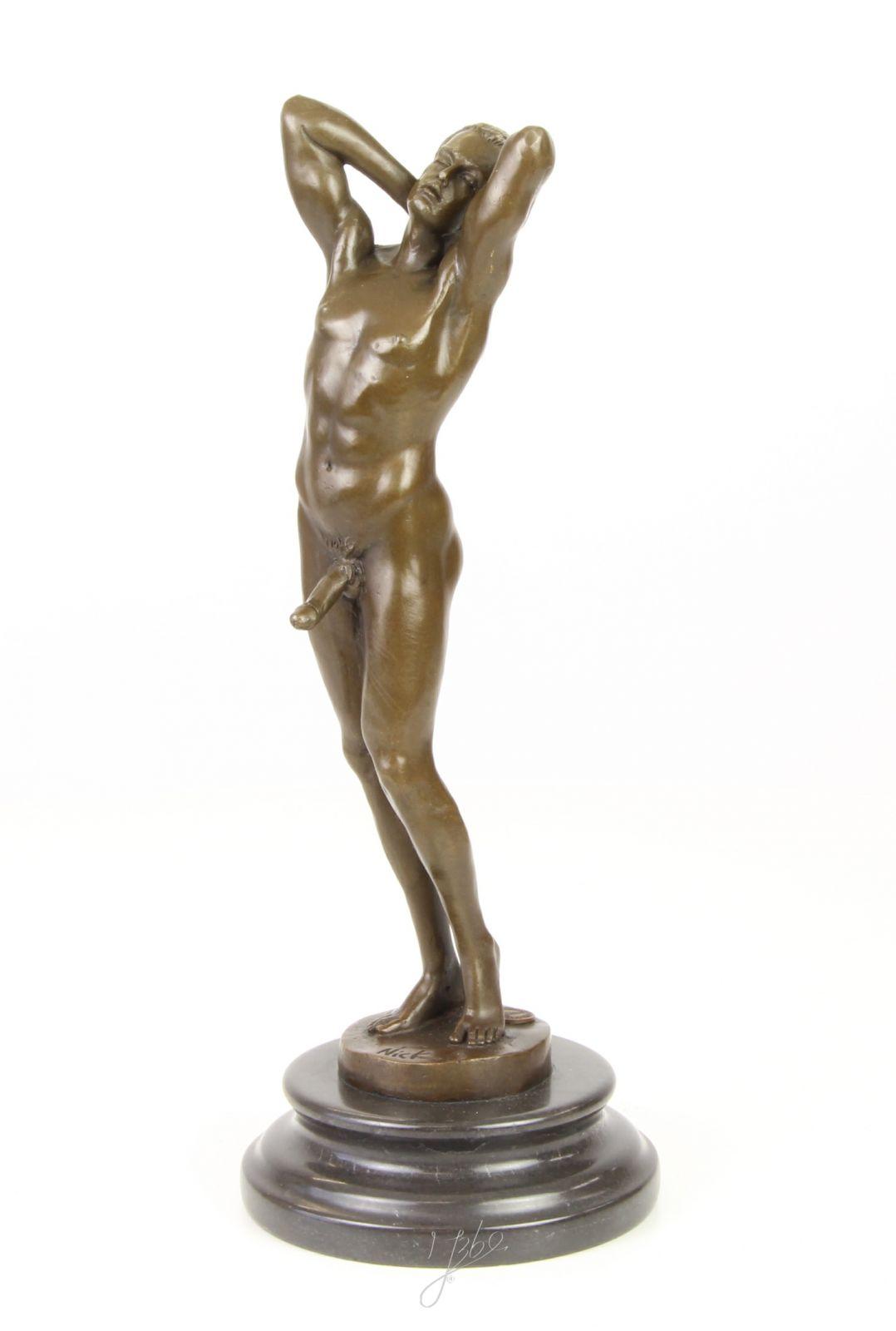 Bronzová socha - Nahý muž