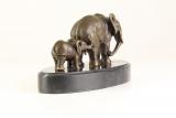 Bronzový slon a mládě