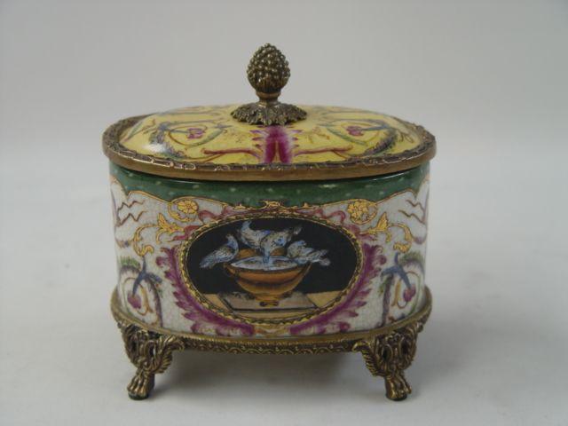 Dóza z porcelánu a bronzu 1