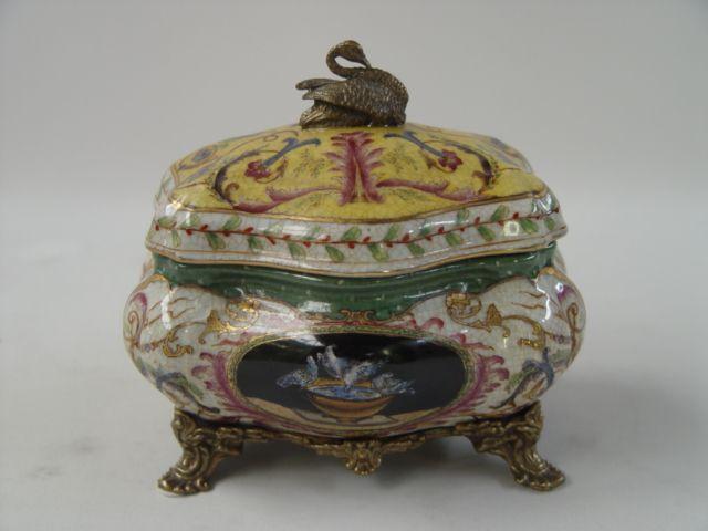 Dóza z porcelánu a bronzu s labutí BrokInCZ