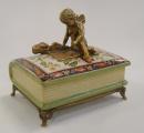 Porcelánová dóza - Anděl sedící na knize