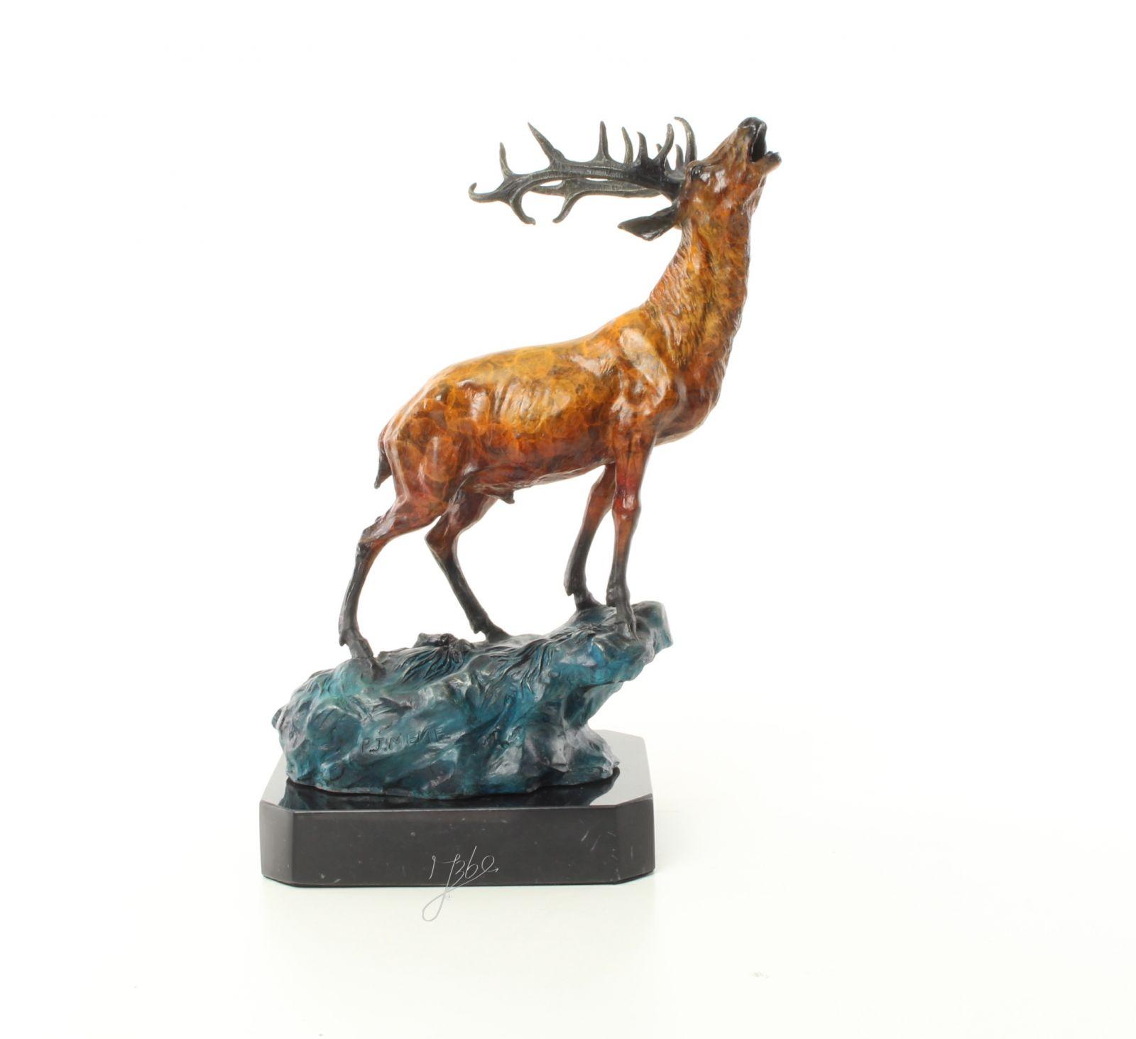 Jelen z bronzu socha