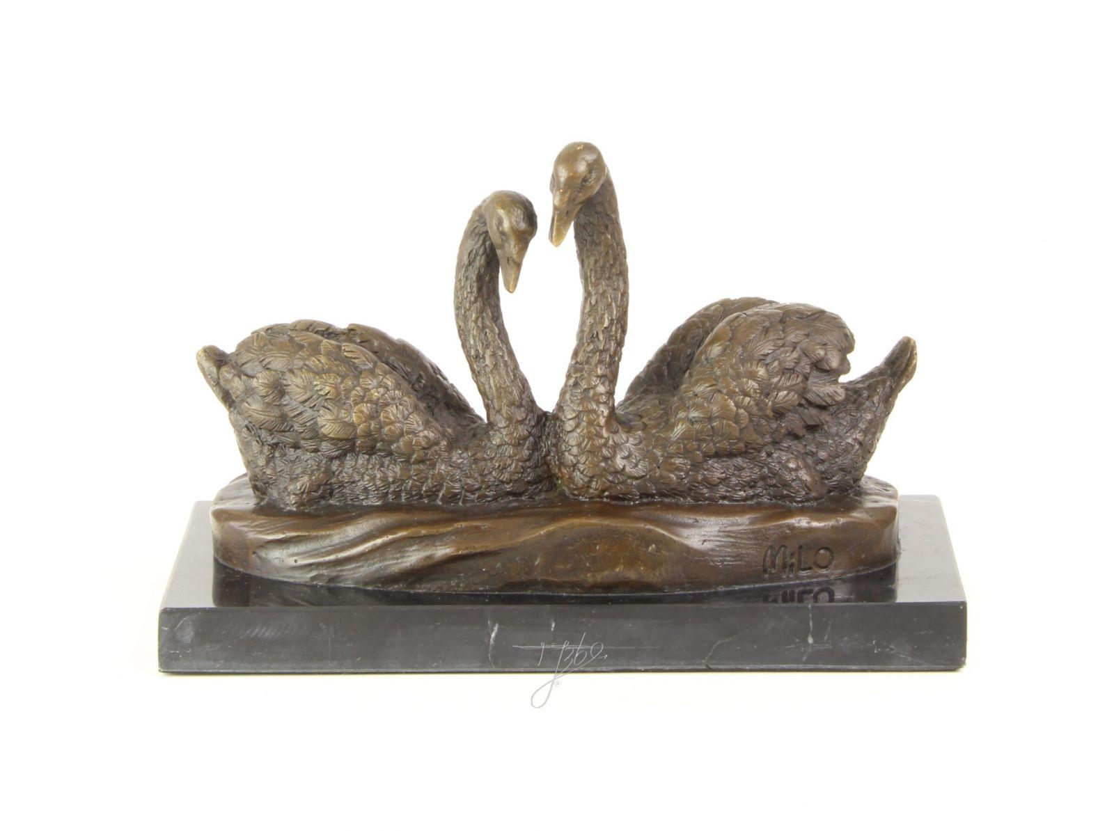Labutě z bronzu
