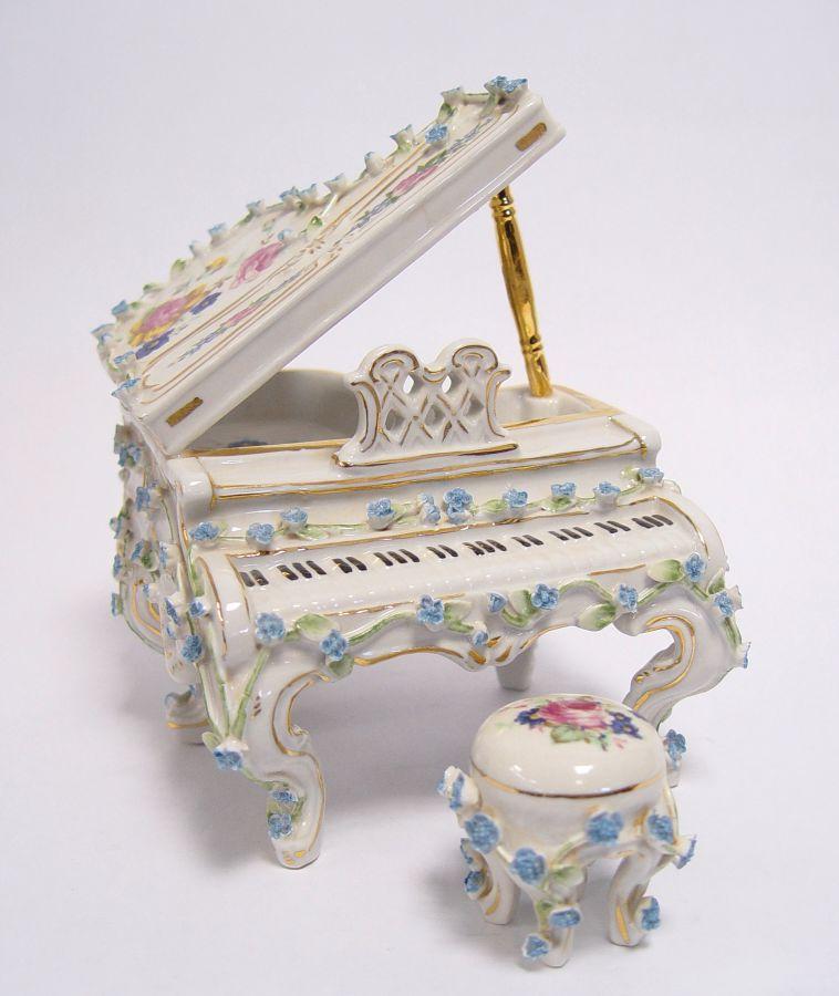 Klavír z porcelánu