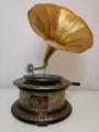 Kulatý retro gramofon s troubou