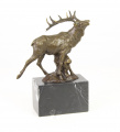 Rudý jelen z bronzu.