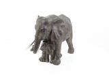 Soška slonice s mládětem 1