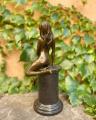 Svůdná sedící nahá žena - bronzová BrokInCZ