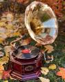 Gramofon s troubou vintage design