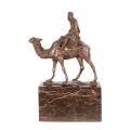 Socha Velbloud a jezdec z bronzu