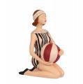 Polyresinová soška - Dívka s míčem