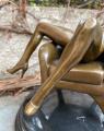 Erotická bronzová soška nahé sexy ženy na křesle 3