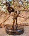 Erotická bronzová soška stojící nahé ženy 2