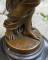 Bronzová soška Dívka s květinami Plodnost