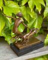 Bronzová figurka soška Dívka a lovečtí psi