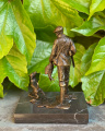 Bronzová figurka soška Myslivec a honicí pes