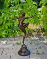Figurka soška plavkyně z bronzu retro