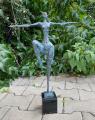 Moderní vídeňská bronzová socha - Nahá žena